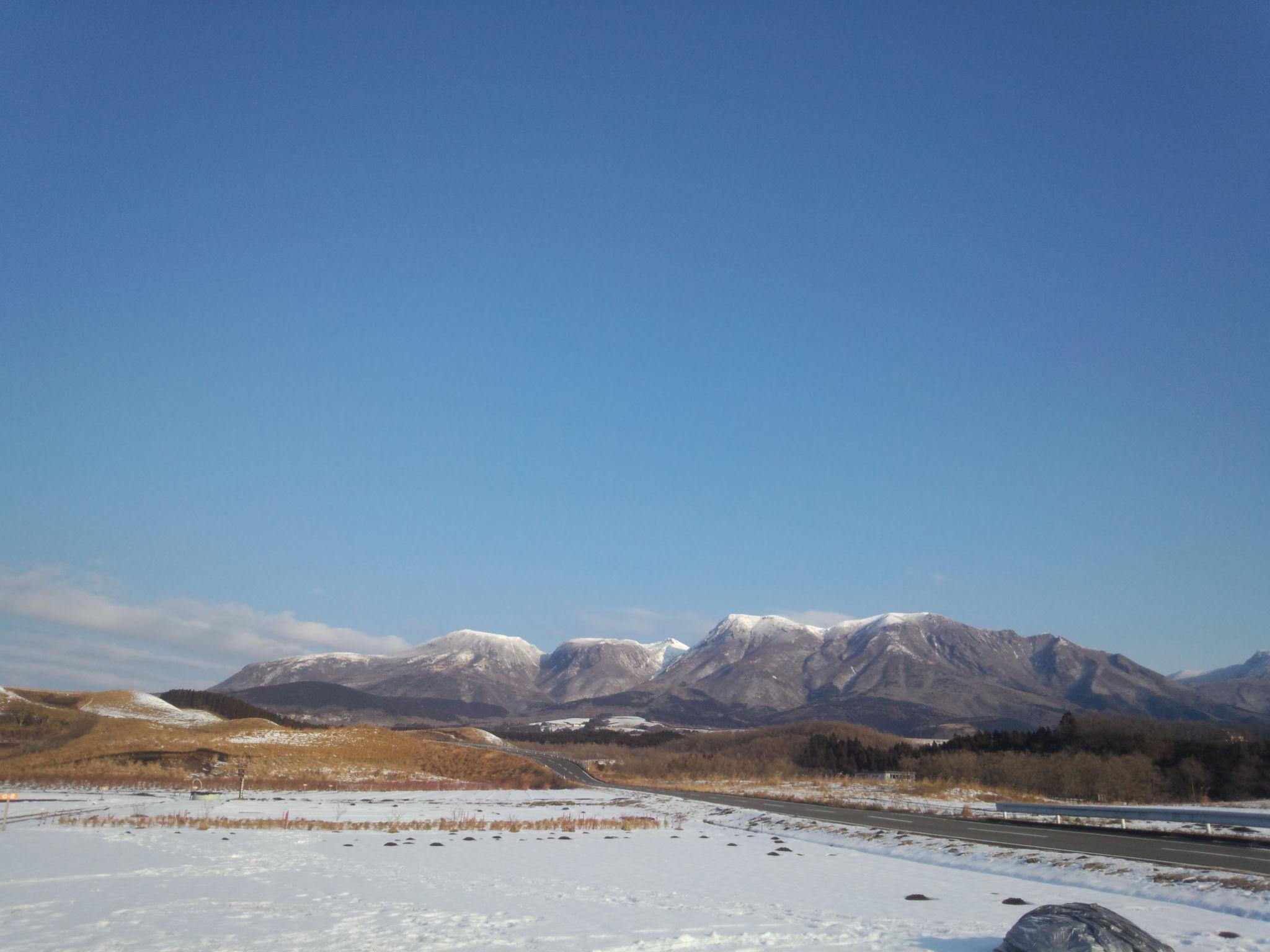 山は白銀、久住連山の化粧姿